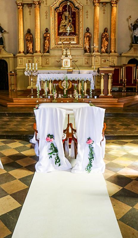 dekoracja krzeseł na ślub