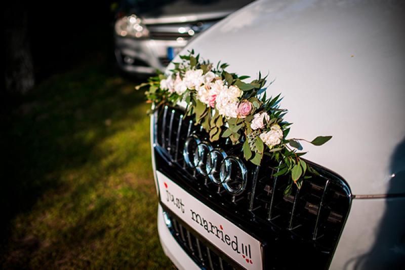 dekoracja samochodu pastelowa