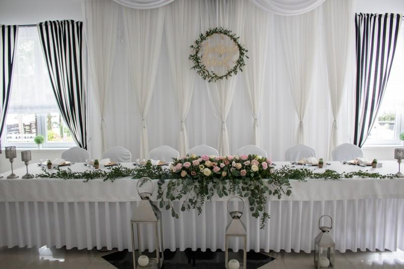 dekoracja stołu młodych na wesele pastelowa pastelowe dekoracje weselne z eukaliptusem