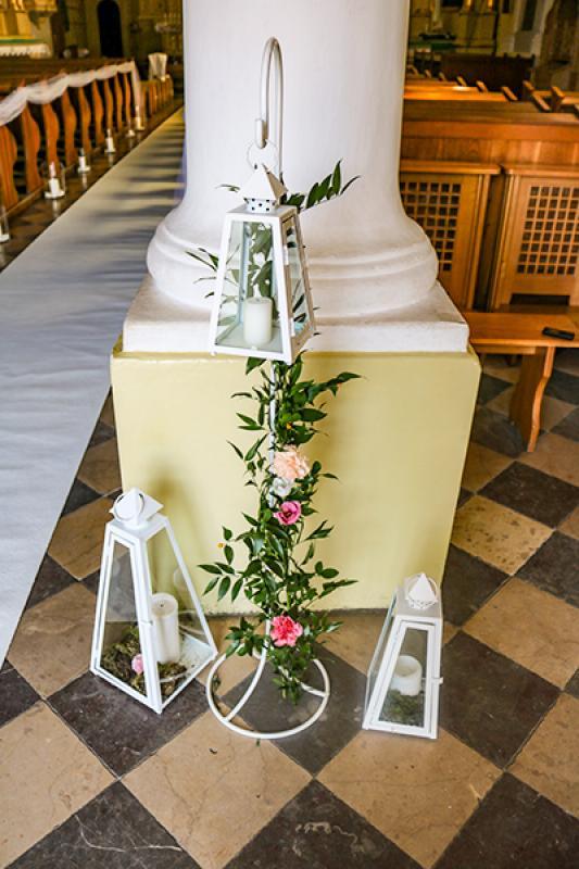 dekoracja wejścia do kościoła  warszawa