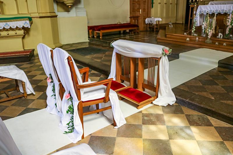 klęcznik i krzesła biały dywan warszawa
