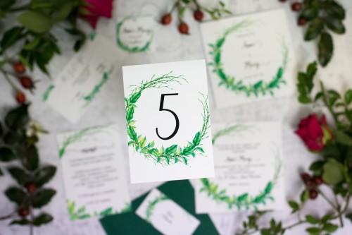 numer stołu wianek liście patyki