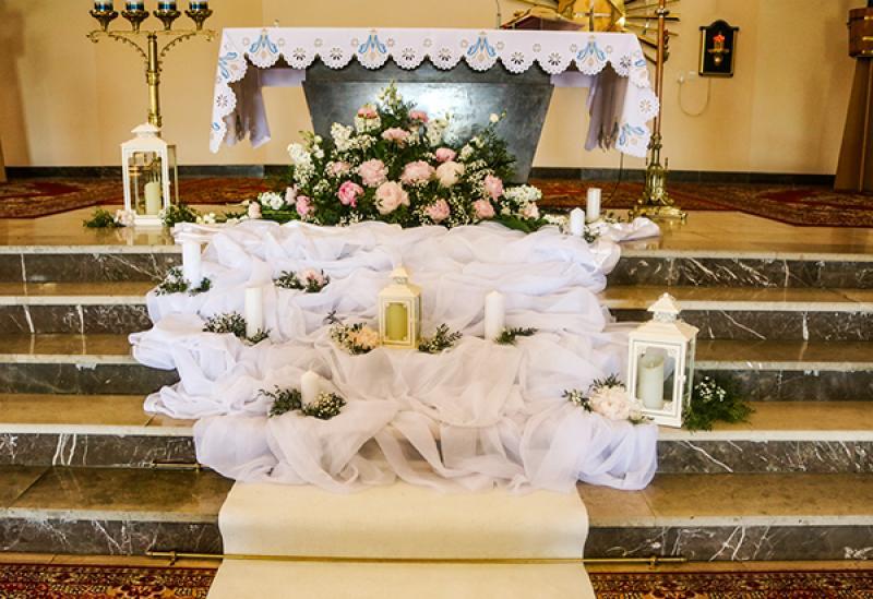 dekoracja kościoła warszawa  peonie
