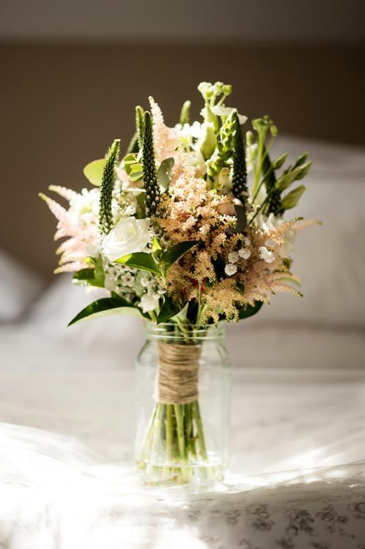 bukiet ślubny biało różowy dekoracje różowy ślub