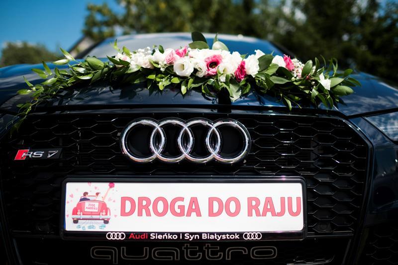 dekoracja samochodu różowa różowe dekoracje weselne