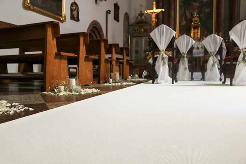dekoracje ślubne Piaseczno  biały dywan