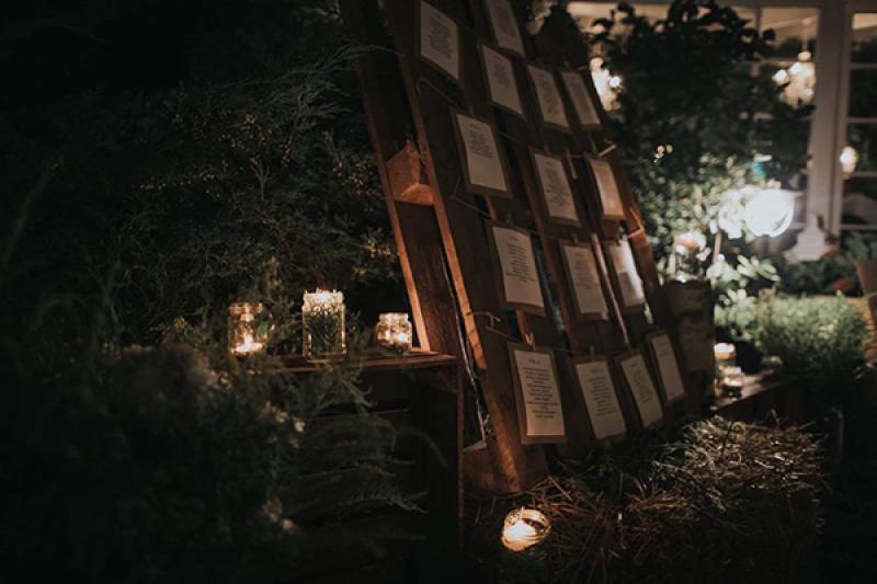 rustykalna rozpiska gości świece