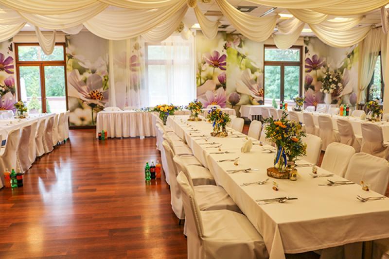 rustykalna dekoracja na stoły gości
