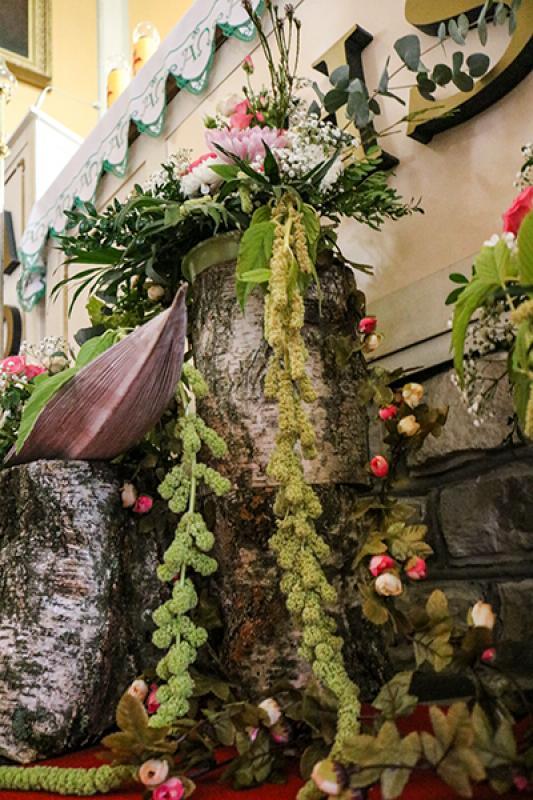dekoracja kościoła warszawa szkarłat