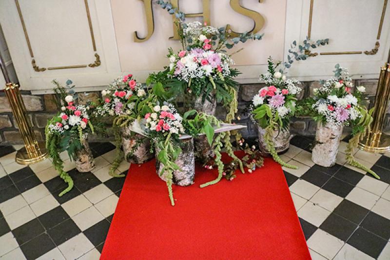 dekoracja ślub warszawa ołtarz pieńki