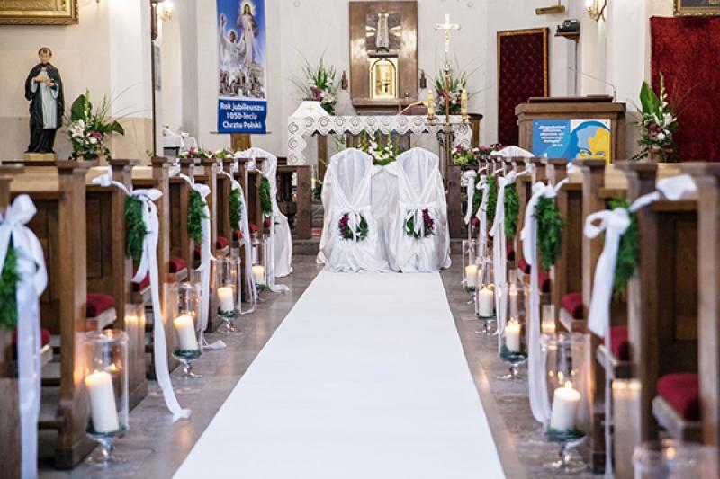 dekoracja kościoła biały dywan warszawa