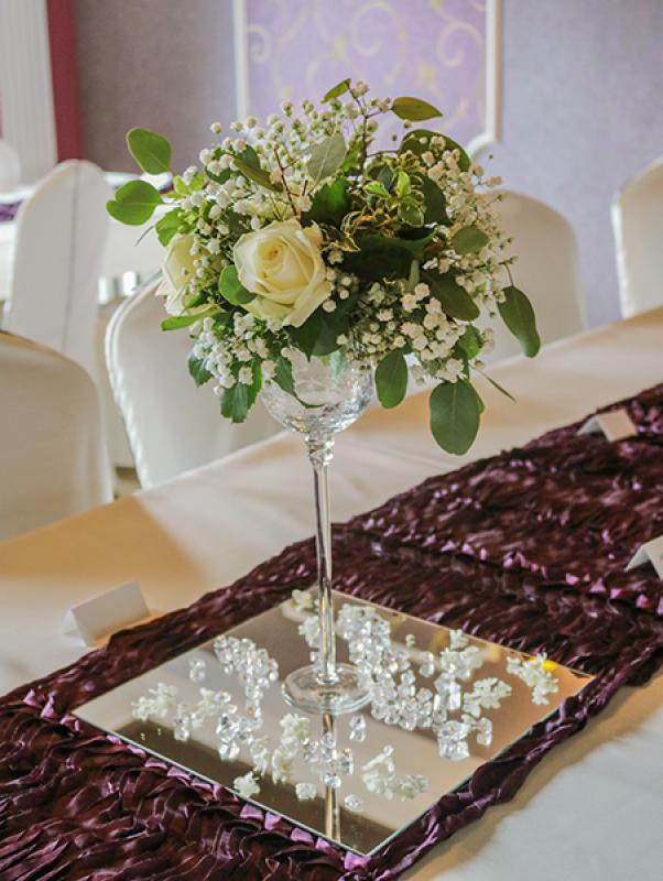 dekoracja stołu róża gipsówka