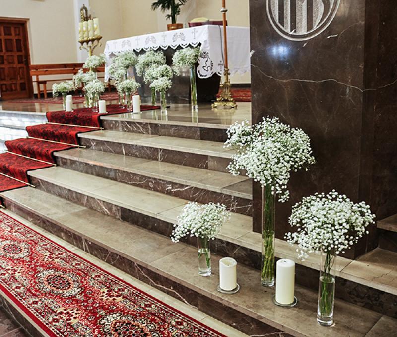 dekoracje kościoła warszawa gipsówka ślub