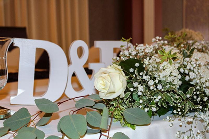 róże i gipsówka inicjały