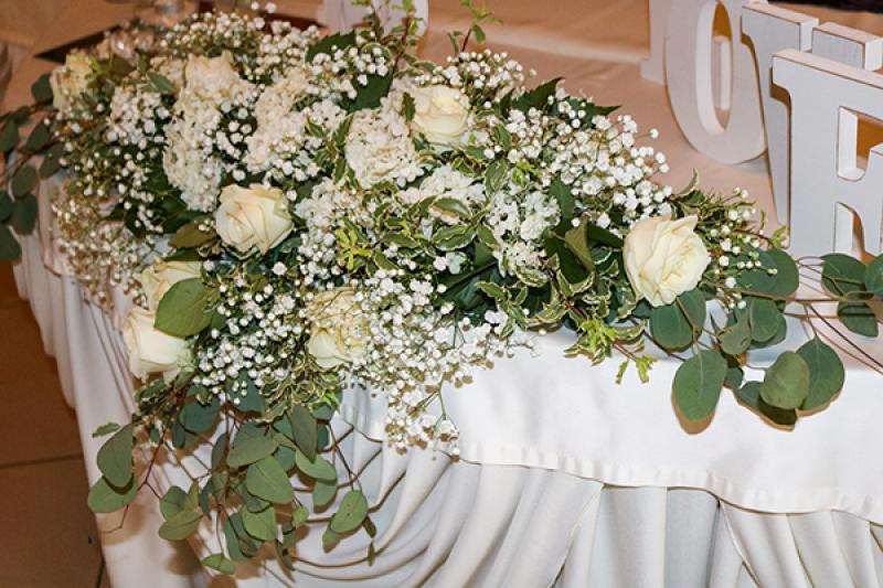 stół młodych gipsówka i róże