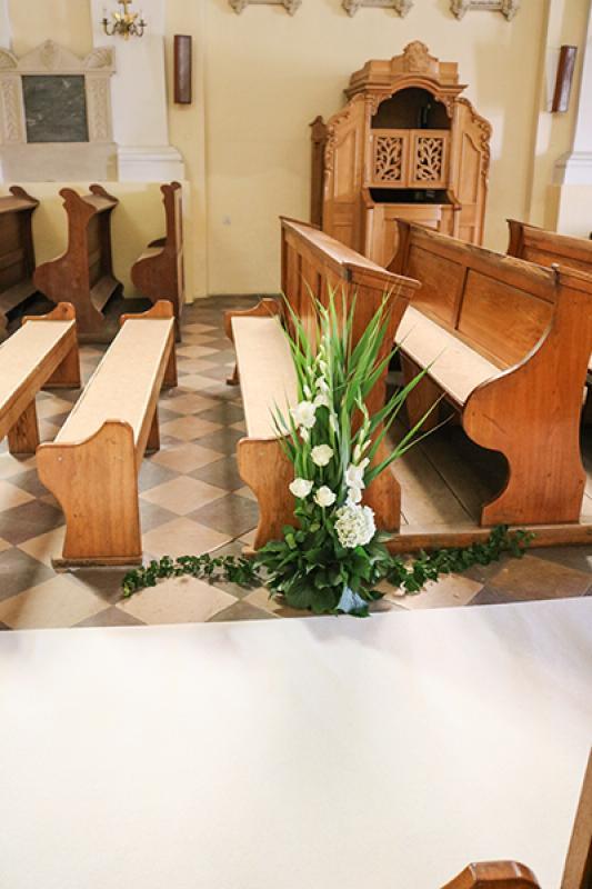dekoracja alejki  na ślub warszawa Biało-zielony ślub warszawa