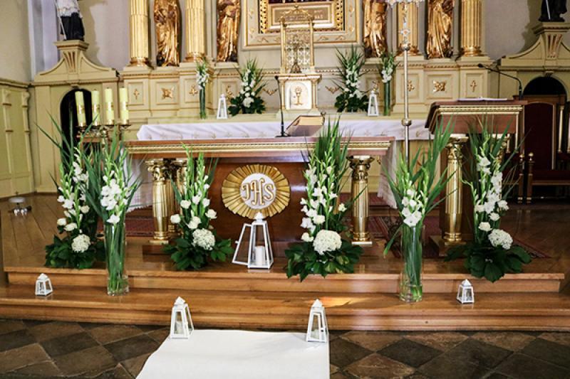 dekoracja kościoła na ślub mieczyki  biało zielone dekoracje ślubne warszawa