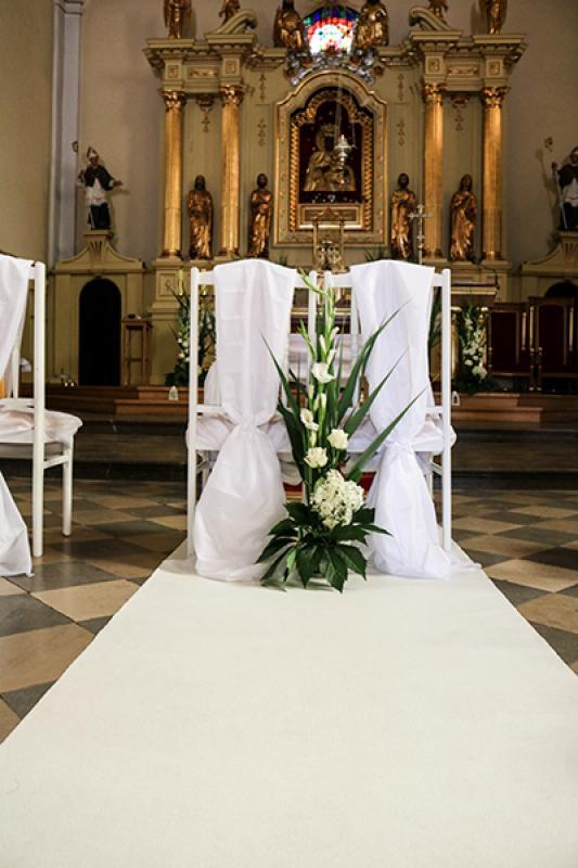 krzesła młodych ślub warszawa biało zielone dekoracje ślubne