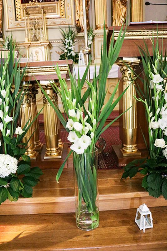 kwiaty do kościoła warszawa mieczyki biało zielone dekoracje ślubne