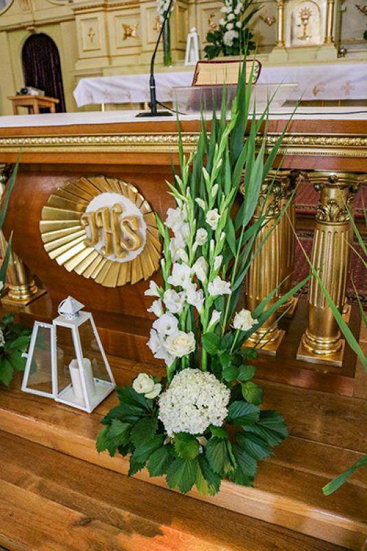 wystrój kościoła na ślub warszawa mieczyki biało zielone dekoracje ślubne
