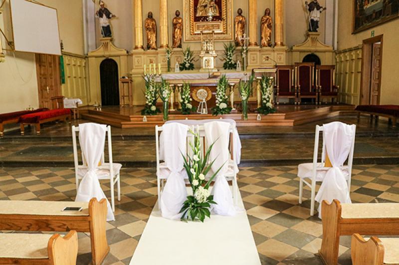 wystrój kościoła na ślub warszawa biało zielone dekoracje ślubne
