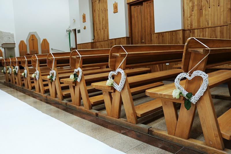 dekoracja kościoła ślub warszawa ławki