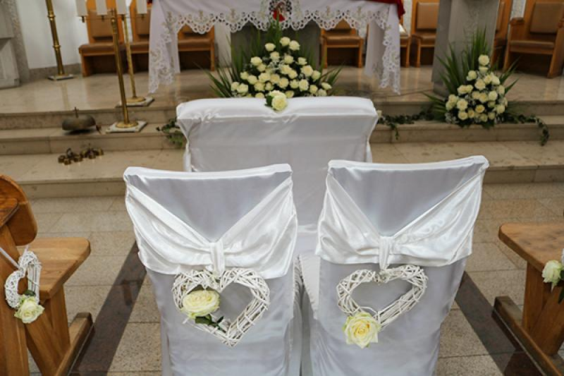 dekoracja krzeseł róże