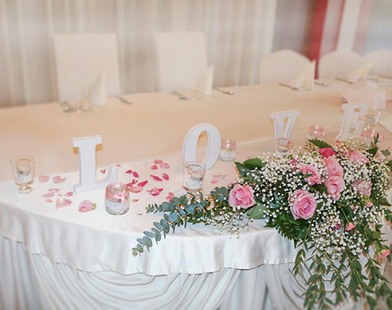dekoracja sali weselnej warszawa róża różowa gipsówka