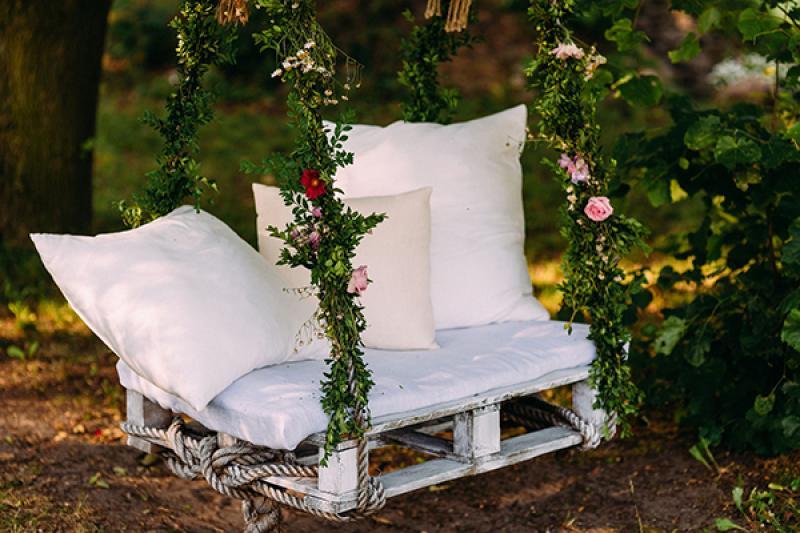 dekoracje rustykalny ślub plenerowy huśtawka na ślub plenerowy