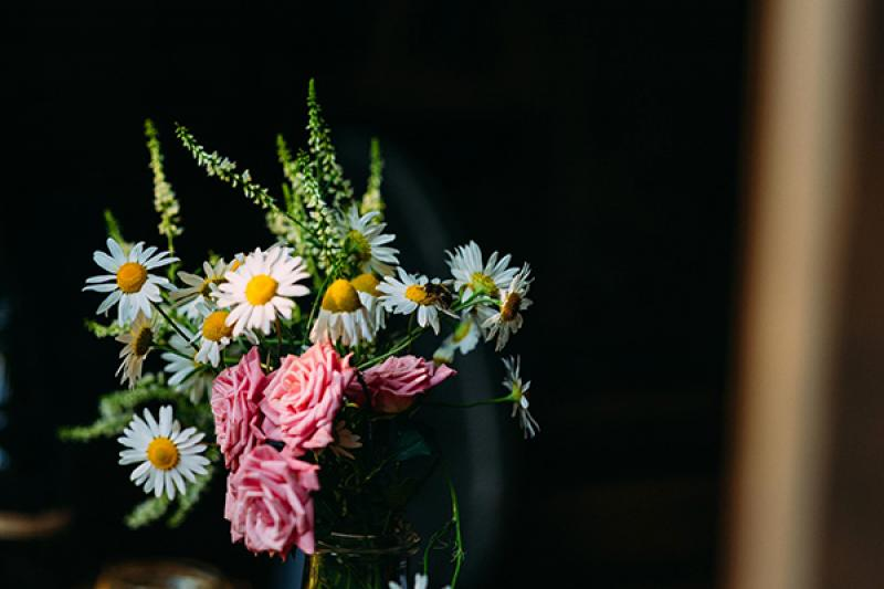 dekoracje rustykalny ślub plenerowy  kwiaty rustykalne rumianek wesele warszawa