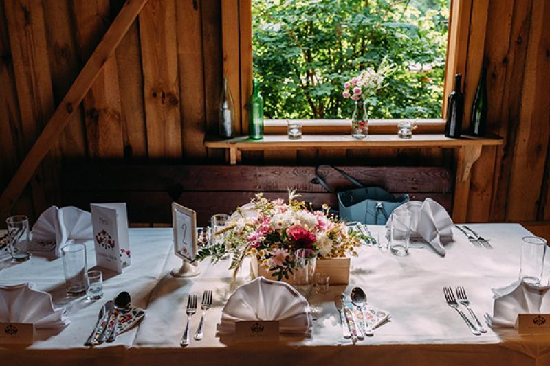 rustykalna dekoracja warszawa  kwiaty stół
