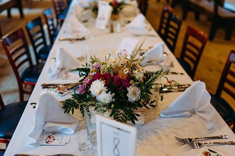 rustykalna dekoracja stołu gości warszawa