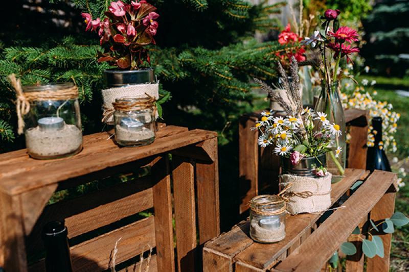rustykalne dekoracje warszawa skrzynki wesele
