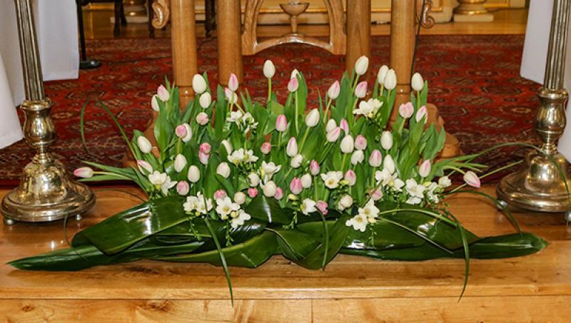 dekoracja ślubna kościoła warszawa tulipany