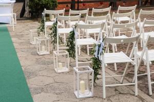 drewniane latarnie plenerowy ślub