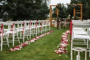 dekoracje plenerowe płatki kwiatów