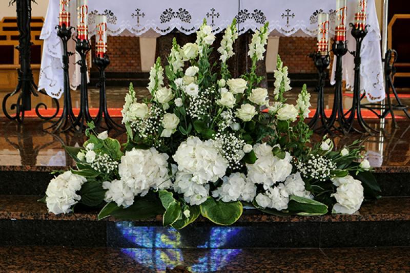 dekoracja kościoła ślub warszawa  hortensja biała lewkonia