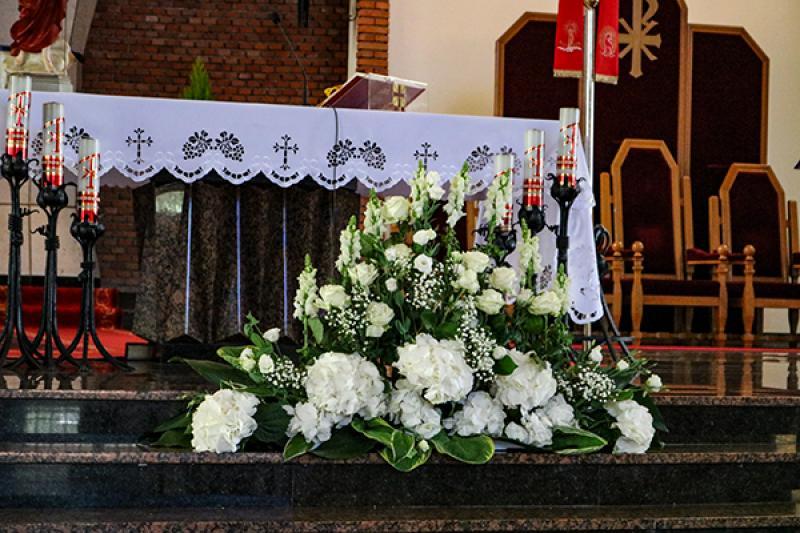 hortensja biała dekoracje ślubne warszawa kościół