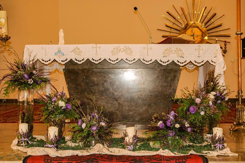 dekoracja pod ołtarz wrzos dekoracje ślubne warszawa