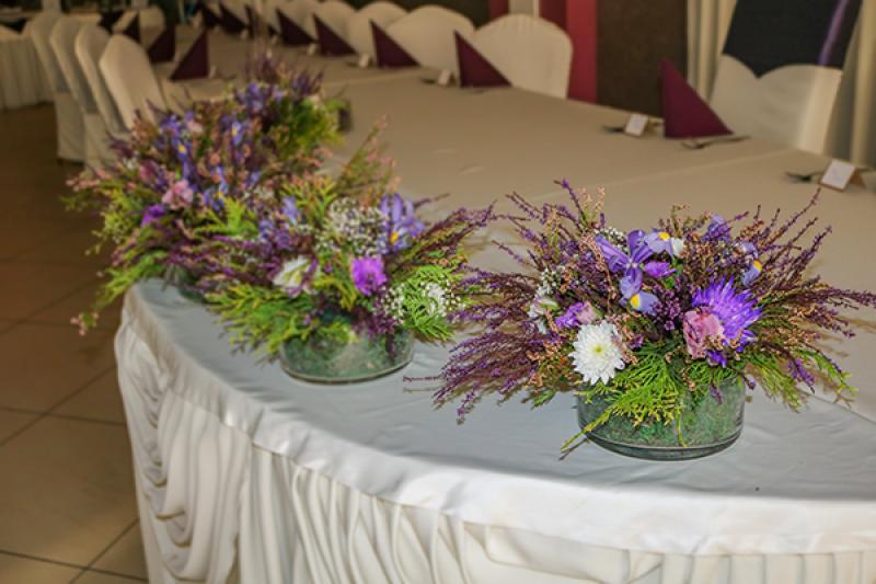 dekoracja stołu weselnego wrzos