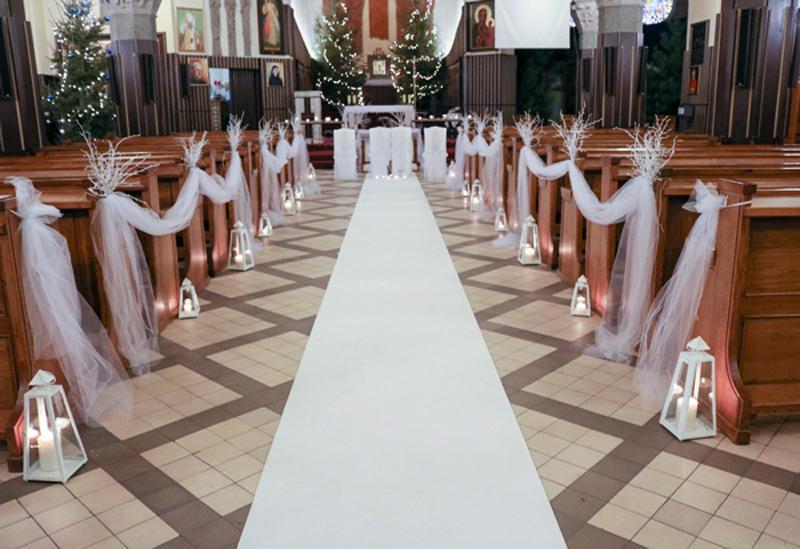 dekoracja kościoła na zimowy ślub