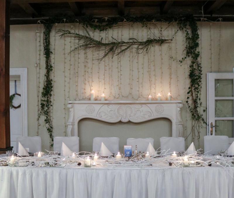 dekoracja zimowego ślubu para młoda