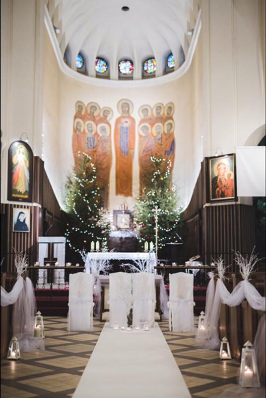 zimowa dekoracja kościoła