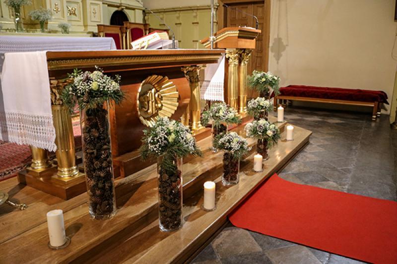 dekoracja ołtarza szyszki warszawa