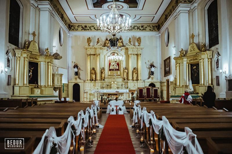 zimowa dekoracja kościoła warszawa